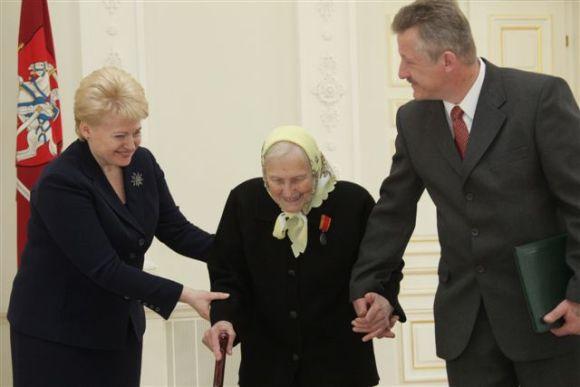 President.lt nuotr./Prezidentė pasveikino ir apdovanojo mamas