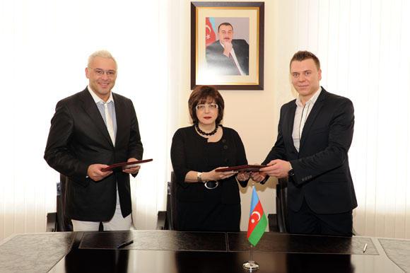 Asmeninio albumo nuotr./Kelionės tikslas įvykdytas – pasirašyta bendradarbiavimo sutartis su Azerbaidžano kultūros viceministre Sevda Mamedalyeva.