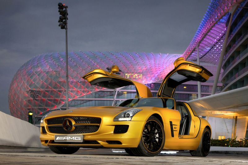 "Auksinis ""Mercedes-Benz SLS AMG"" – arabų dėmesiui"