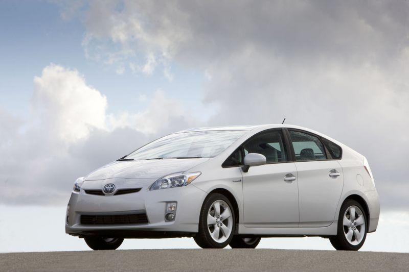 """""""Toyota"""" pardavė virš 2 milijonų hibridinių modelių"""