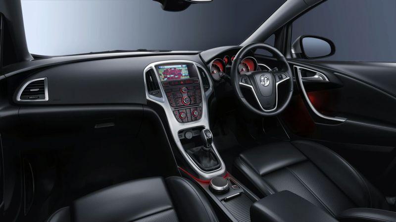 """Atskleistas naujosios """"Opel Astra"""" salonas"""