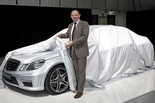 """Paskelbta naujojo """"Mercedes-Benz E63 AMG"""" užuomina"""