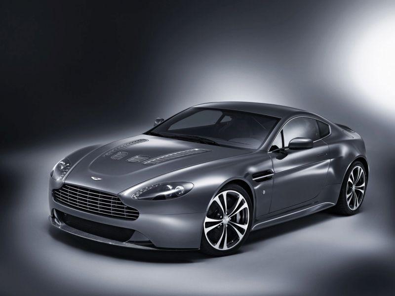 """""""Aston Martin V12 Vantage"""" – stilingas, galingas ir greitas"""