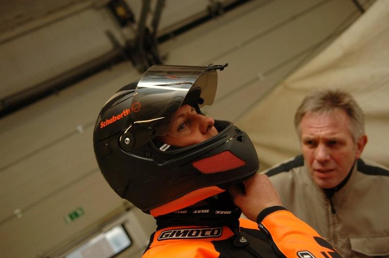 M. Schumacheris padeda kurti motociklininko šalmą