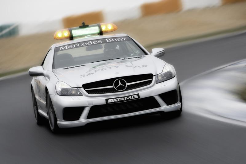 """Ženeva 2008: naujasis """"Formulės-1"""" saugos automobilis"""