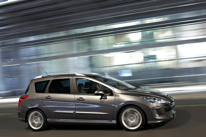 """Ženeva 2008: naujasis """"Peugeot 308 SW"""" – minivenų žudikas"""