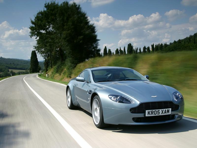 """Ženevoje pasirodys naujasis """"Aston Martin V8 Vantage"""""""