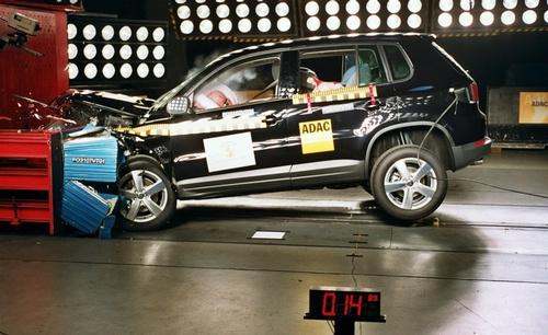 Automobilių saugumo testai nepakankamai griežti gamintojams