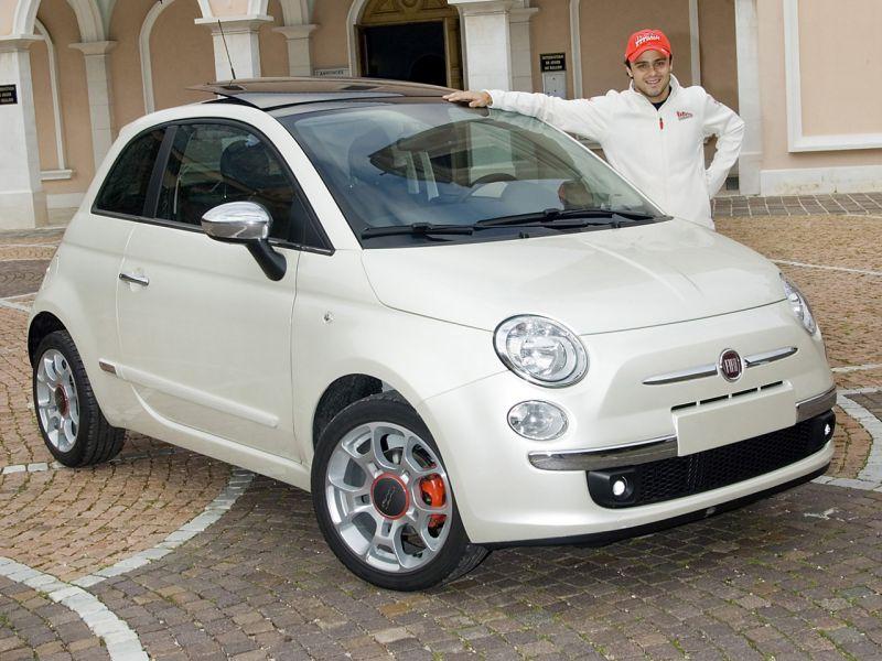 """""""Ferrari"""" pristatė specialią """"Fiat 500"""" versiją, skirtą Felipe Massa"""