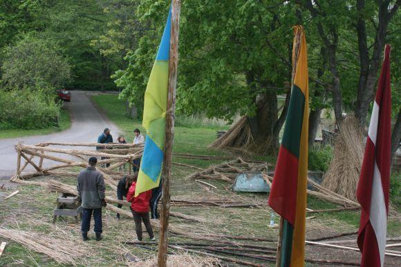 J.Andriejauskaitės nuotr./Lietuviai kartu su svečiais skulptūras kūrė visą savaitę.