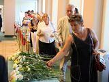 Juliaus Kalinsko/15 minučių nuotr./Gedintys žmonės Prezidentūroje atsisveikina su A.Brazausku