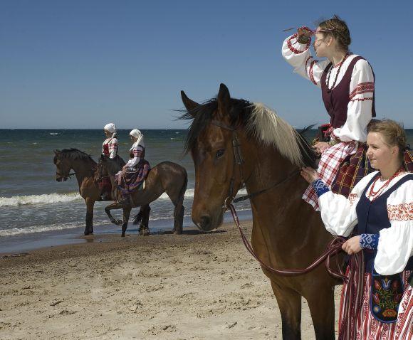"""Folkloro festivalis """"Parbėg laivelis"""" Klaipėdoje rengiamas jau aštuntą kartą."""