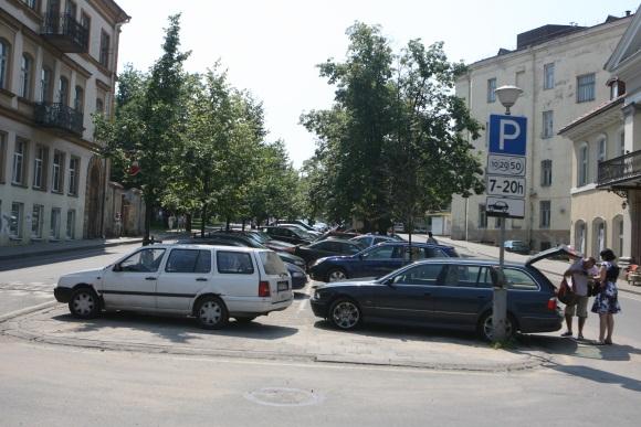 Rekonstruojant skverą tarp Arklių ir Visų Šventųjų gatvių ketinama iškelti automobilių stovėjimo aikštelę ir įrengti pėsčiųjų zoną.
