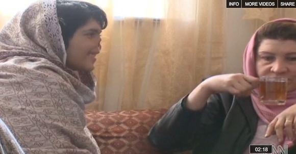 Nuotrauka ia CNN vaizdo įraao/Bibi Aisha  afganistanietė, kuriai už tai, kad ji pabėgo ia savo vyro namų, buvo nupjautos ausys ir nosis