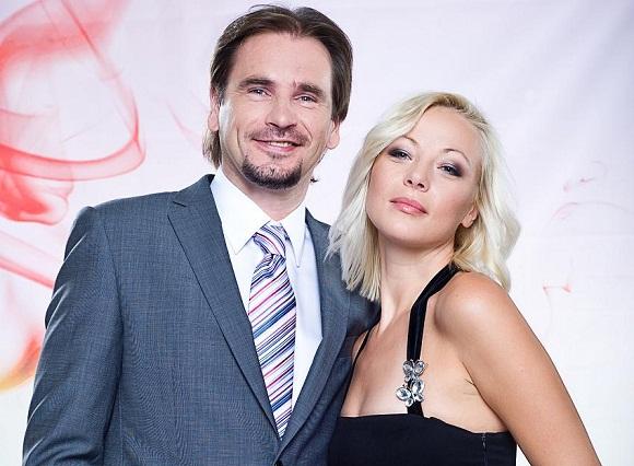 Laidos vedėjai M.Mikutavičius ir Mia