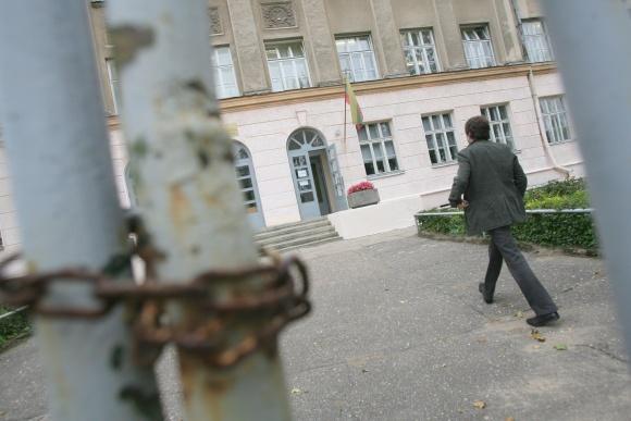 Mstislavo Dobužinskio vidurinėje mokykloje pasivaikščiojome be jokių kliūčių – į mokyklos teritoriją patekome pro pravirus vartelius, o viduje į mus niekas nekreipė dėmesio.