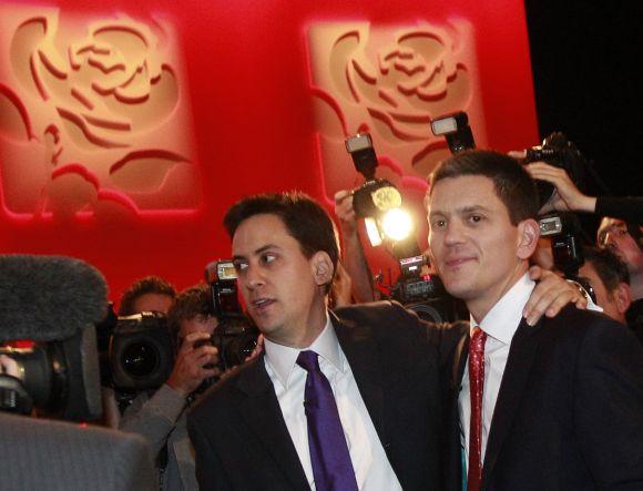 Broliai Edas (kairėje) ir Davidas Milibandai