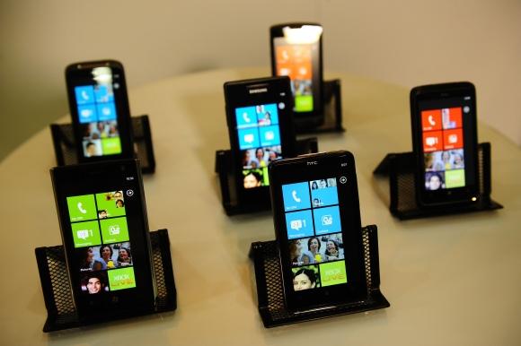 "Telefonai su ""Windows Phone 7"" operacine sistema."