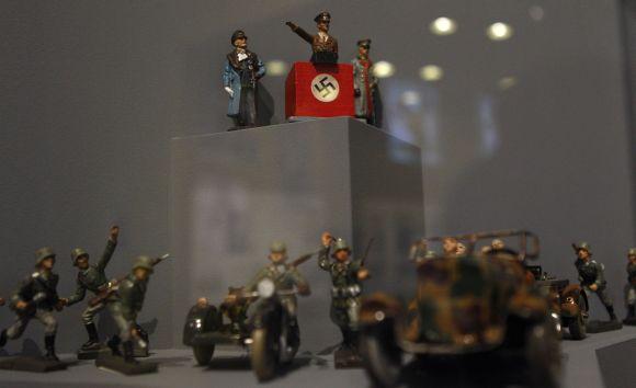 A.Hitlerio ir nacistinės Vokietijos kareivių figūrėlės