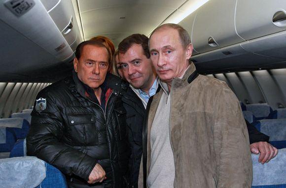 Reuters/Scanpix nuotr./Vadovai apsilankė lėktuvo salone.