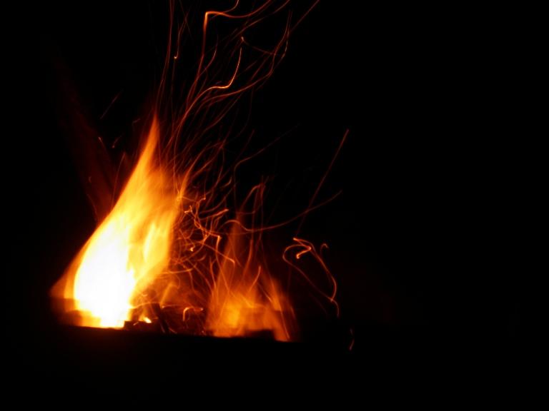 """""""Mergina, kuri žaidė su ugnimi"""": gražiausios ugnies konkursas"""
