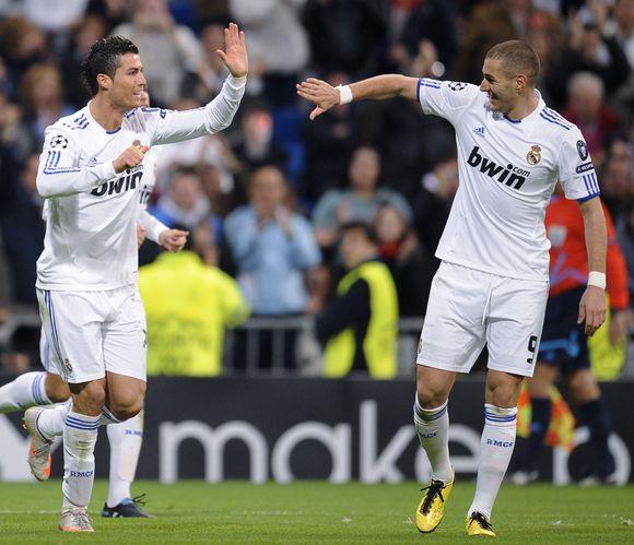 C.Ronaldo sveikina tris įvarčius pelniusį Karimą Benzemą.