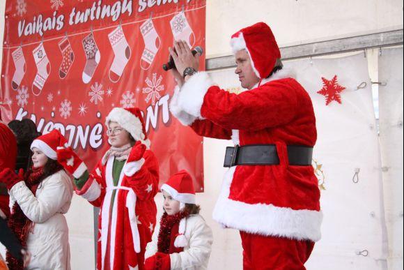 Inga ir Vytautas Grubliauskai sekmadienį kviečia visus į kalėdinę šventę ir prisidėti prie paramos gausoms šeimoms.