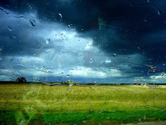 Lietus už lango