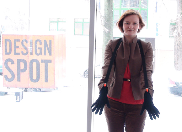 Dizainerė Dalia Mauricaitė pataria, kaip supakuoti mažą dovaną.