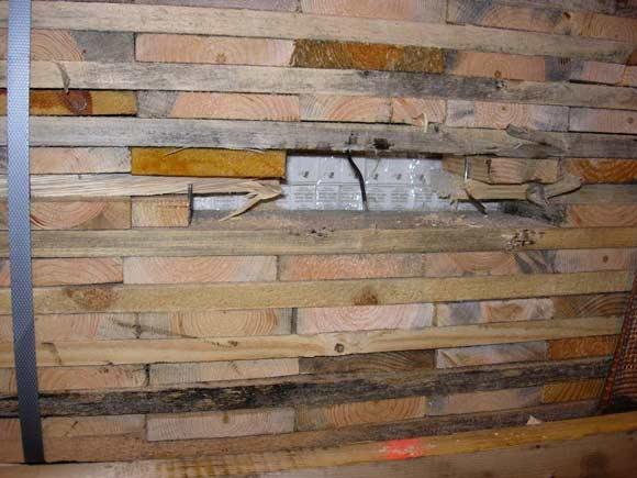 Po medienos kroviniu paslėptos cigaretės