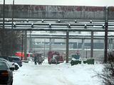 Eriko Ovčarenko/15min.lt nuotr./Ugniagesiams buvo pranešta, kad buvusios dirbtinio pluošto gamyklos teritorijoje dega baldų sandėlis