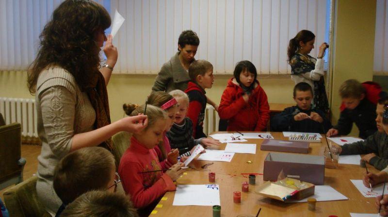 Studentų iniciatyva – socialiai remtinų vaikų meninės raiškos ugdymas.