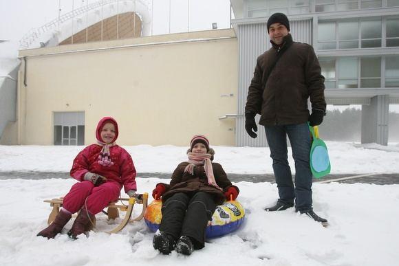 Vilniečių šeima pasirinko parką ir roges, o ne televizorių ir sotų stalą.
