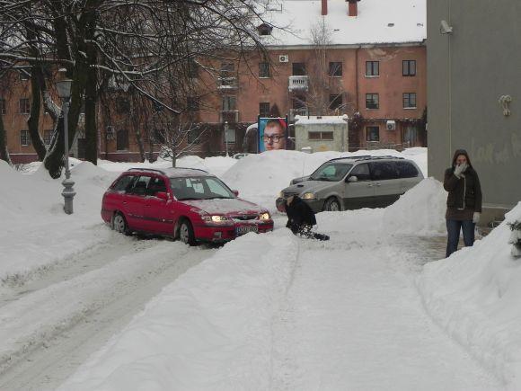 Trečiadienio rytas Klaipėdoje: vargo tiek piestieji, tiek vairuotojai.