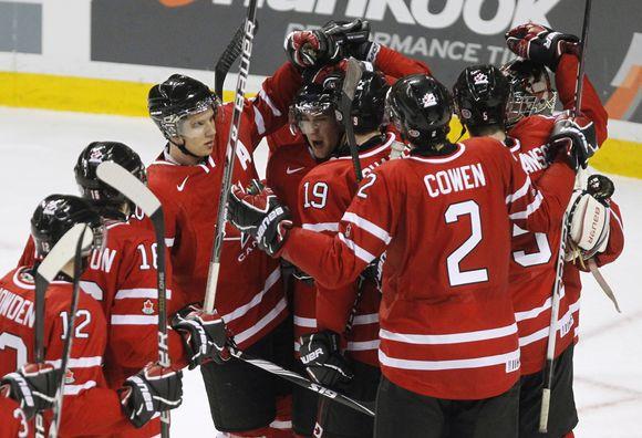 Kanados jaunimo (iki 20 metų) rinktinė džiaugiasi patekusi į finalą.