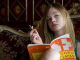 """Kadras iš filmo/Kino filme """"Kažkur tarp ten ir čia"""" vieną pagrindinių vaidmenų sukūrė dvylikametė Elle Fanning."""