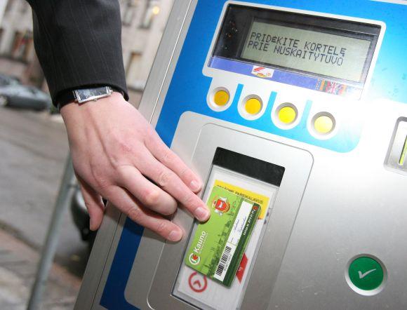Kaune jau galima e.bilietu atsiskaityti ne tik už keliones viešuoju transportu, bet ir automobilio stovėjimą kai kuriose miesto vietose.