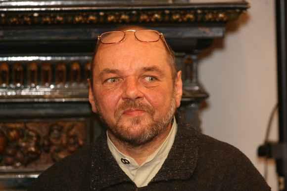 """Poetas ir dramaturgas L.Jakimavičius pastebi, kad mes visi esame įpratę į daugelį klausimų atsakyti tik """"taip"""" arba """"ne""""."""