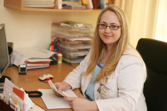 Eriko Ovčarenko/15min.lt nuotr./Kauno klinikų gydytoja E.Machtejevienė vienoje Vokietijos ligoninių turėjo progą prisiliesti prie eksperimento, naudojant kamienines ląsteles. Tačiau jų panaudojimo galimybes Lietuvoje kol kas vertina skeptiakai.