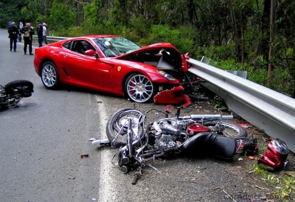 Automobilio ir motociklo avarija