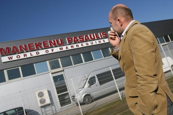 """Acetono koncentraciją šalia """"Manekenų pasaulio"""" gamyklos skaitytojas Darius lygino su automobilių dažymo """"kameromis""""."""