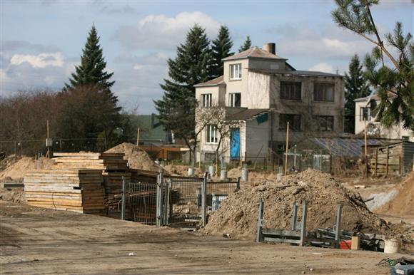 1 tūkst. kv. m. ploto prekybos centras iškils prie pat vietos gyventojų sklypų tvorų.