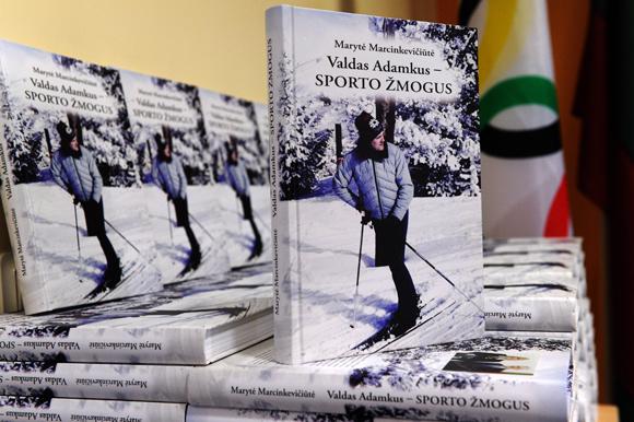 """Knyga """"Valdas Adamkus - sporto žmogus"""""""