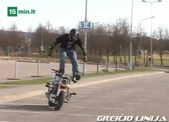 Triukus motociklu atliekantis Aras