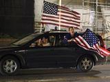 Reuters/Scanpix nuotr./Po praneaimo apie nukautą Osamą bin Ladeną į gatves Niujorke iaėjo džiūgaujantys amerikiečiai.