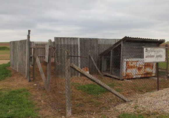 vilkmerge.lt nuotr./Taip apgailėtinai atrodo Ukmergės Beglobių gyvūnų surinkimo punktas.