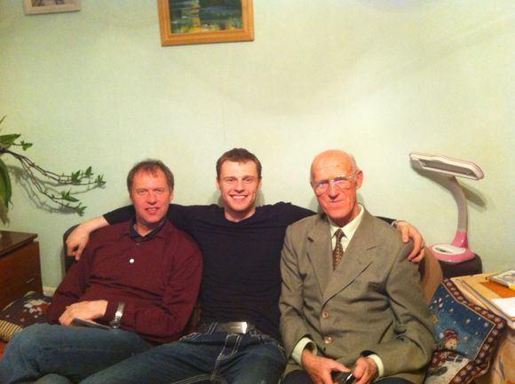 Asmeninio archyvo nuotr./Martynas Pocius su tėvu ir seneliu