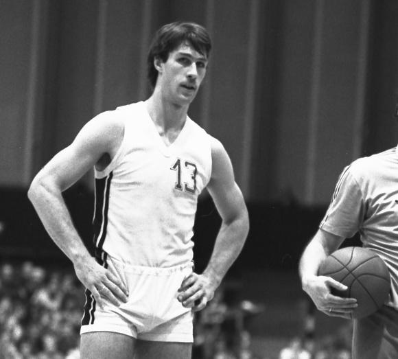 """""""Statybos"""" komandoje praeityje žaidė daugybė garsių Lietuvos krepšininkų. Vienas tokių – Šarūnas Marčiulionis."""