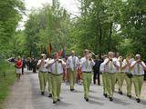 Kauno rajono savivaldybės nuotr./Po iškilmingos ceremonijos visi darniai patraukė prie koplytstulpio, kur vyko K.Veverskiui skirtas minėjimas.