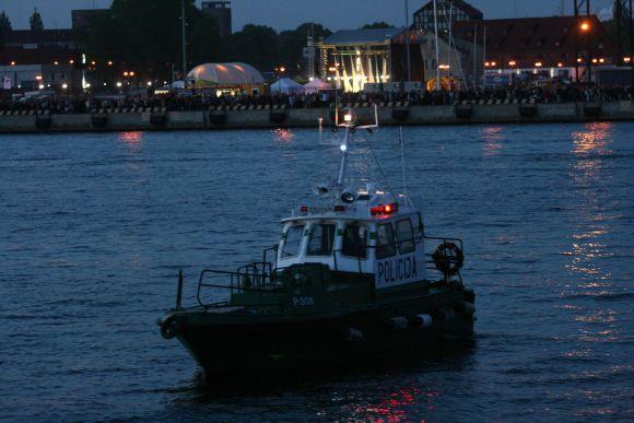 Laivų eismą saugojo vandens policija.
